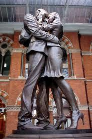 THE LOVERS ST PANCRAS STATION LONDON BY PAUL DAY